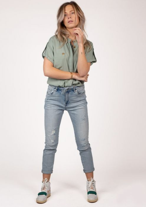 Amber Broad Daylight - Mid Rise Straight Fit